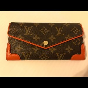 LV button wallet. Brand new